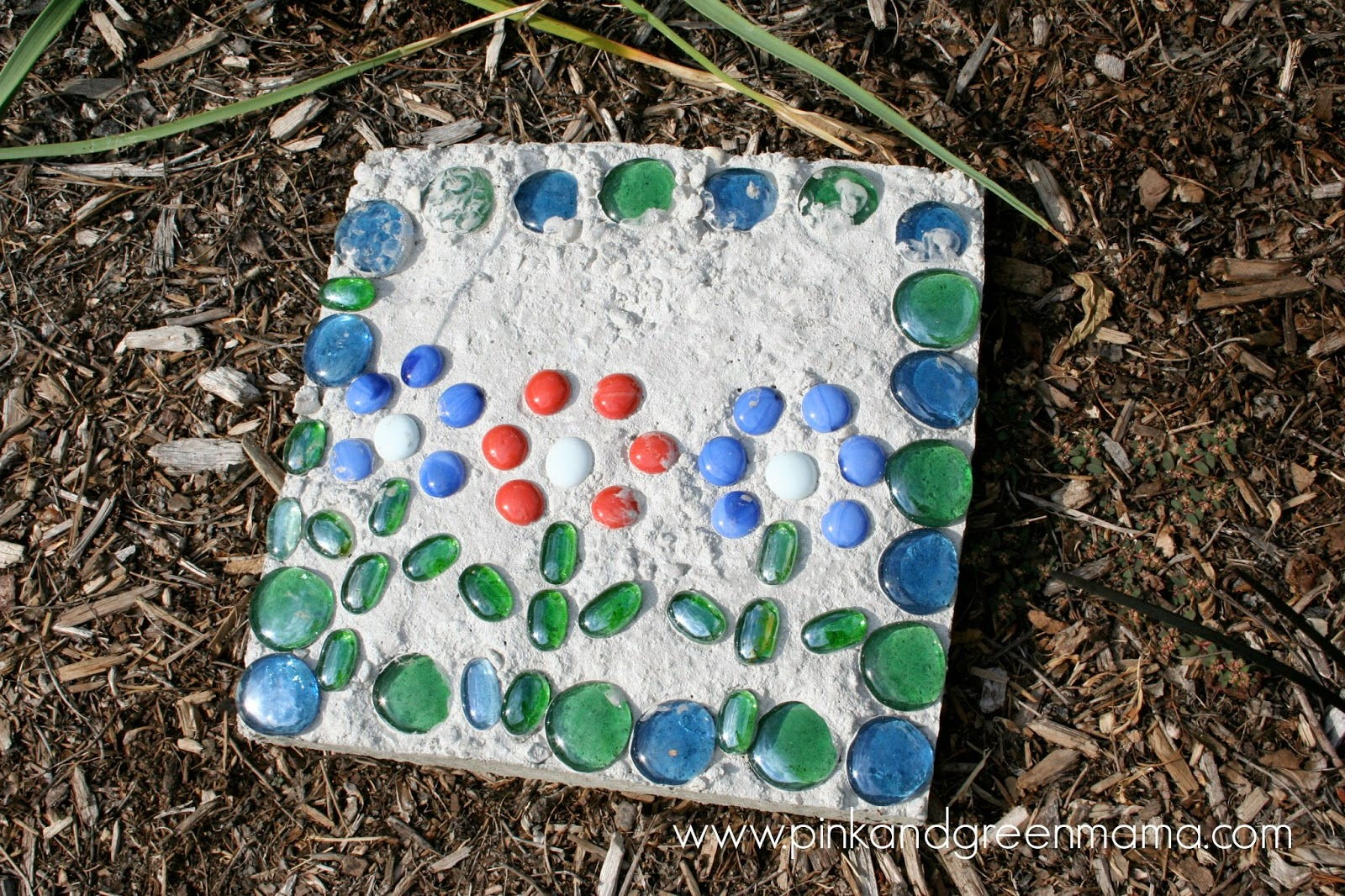 30 Beautiful DIY Stepping Stone Ideas to Decorate Your Garden --> Kid-Friendly Cement Stepping Stones for Your Yard