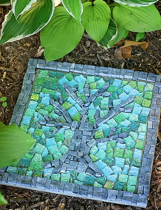 30 Beautiful DIY Stepping Stone Ideas to Decorate Your Garden --> Unique Stepping Stone