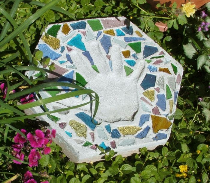 30 Beautiful DIY Stepping Stone Ideas to Decorate Your Garden --> Stepping Stones for Garden