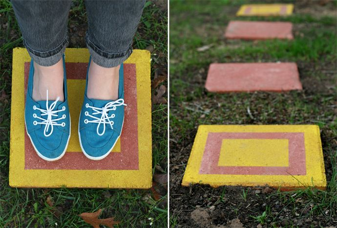 30 Beautiful DIY Stepping Stone Ideas to Decorate Your Garden --> DIY CUSTOM STEPPING STONES