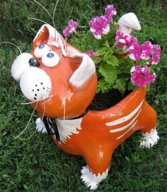 DIY-Adorable-Cat-Flower-Pot-from-Plastic-Bottle-and-Cement-1.jpg