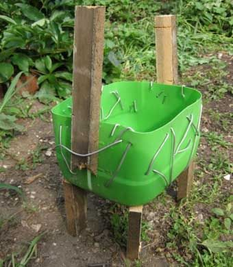 DIY-Adorable-Cat-Flower-Pot-from-Plastic-Bottle-and-Cement-2.jpg