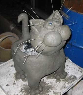 DIY-Adorable-Cat-Flower-Pot-from-Plastic-Bottle-and-Cement-5.jpg