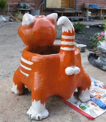 DIY-Adorable-Cat-Flower-Pot-from-Plastic-Bottle-and-Cement-7.jpg