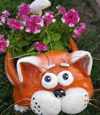 DIY-Adorable-Cat-Flower-Pot-from-Plastic-Bottle-and-Cement-8.jpg