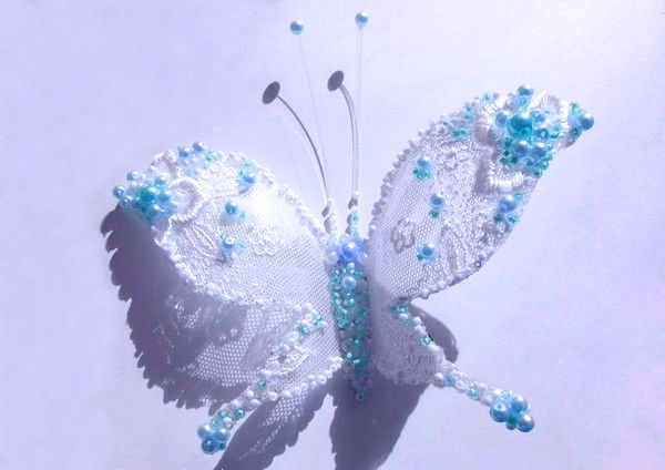 DIY-Pretty-Butterflies-from-Plastic-Bottles-6.jpg