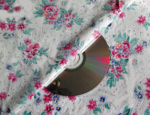 DIY Cute Little Storage Basket with Old CDs 1