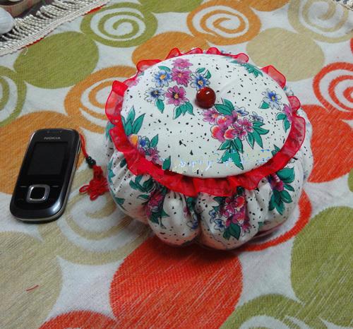 DIY Cute Little Storage Basket with Old CDs 11