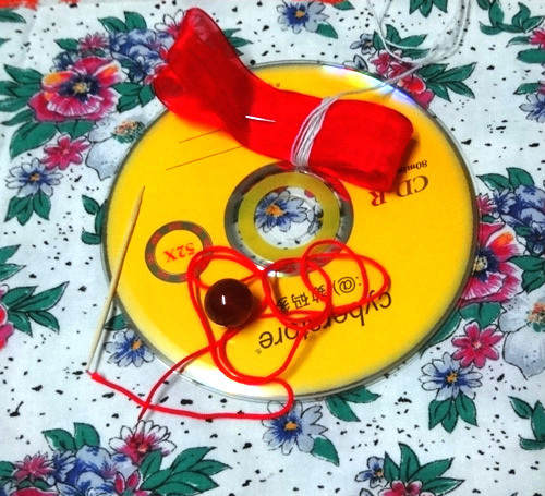 DIY Cute Little Storage Basket with Old CDs 7