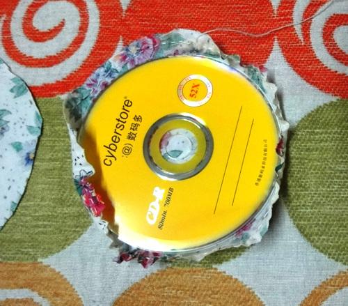 DIY Cute Little Storage Basket with Old CDs 8