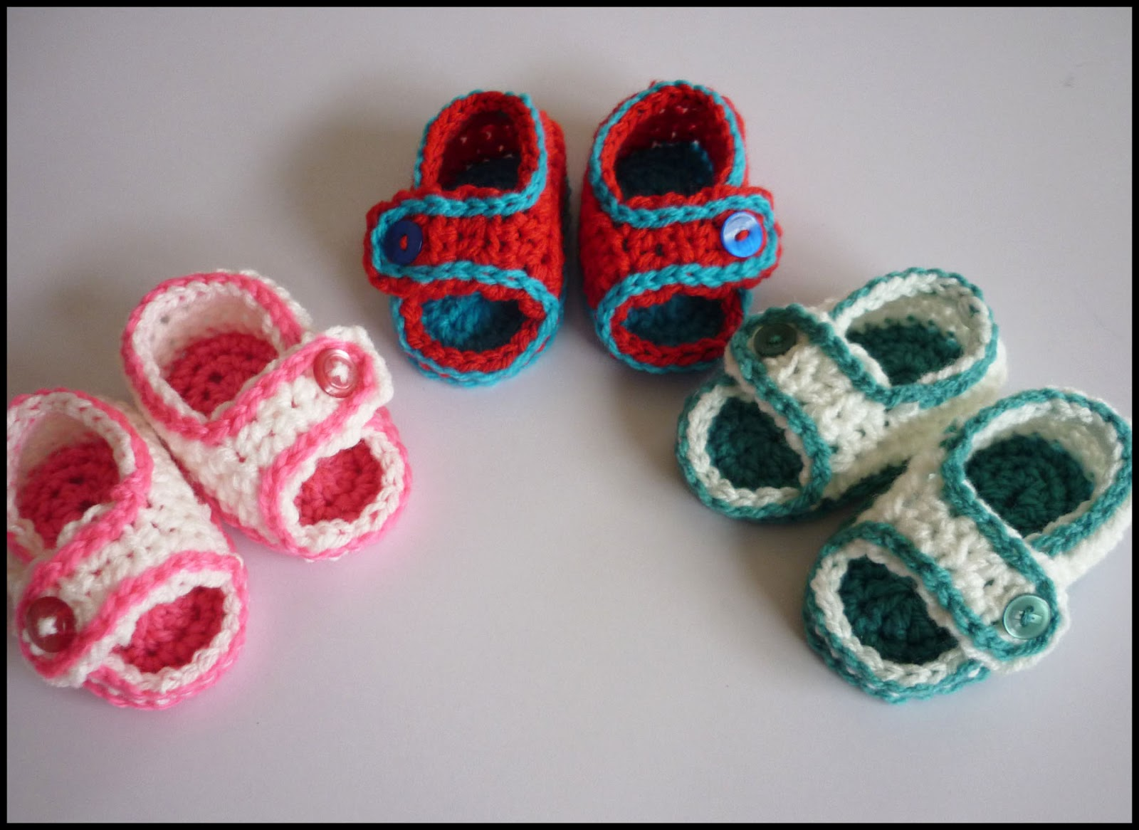 60+ Adorable and FREE Crochet Baby Sandals Patterns --> Simple Crochet Baby Sandals