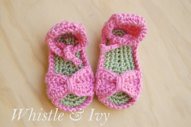 60+ Adorable and FREE Crochet Baby Sandals Patterns --> Bitty Bow Baby Sandals