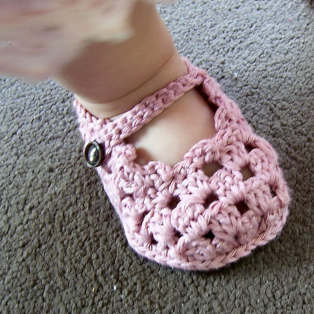 60+ Adorable and FREE Crochet Baby Sandals Patterns --> Sole Lovely Mary Janes