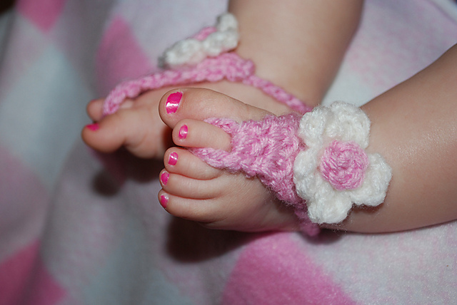 60+ Adorable and FREE Crochet Baby Sandals Patterns --> Pink Flower Barefoot Baby Sandals