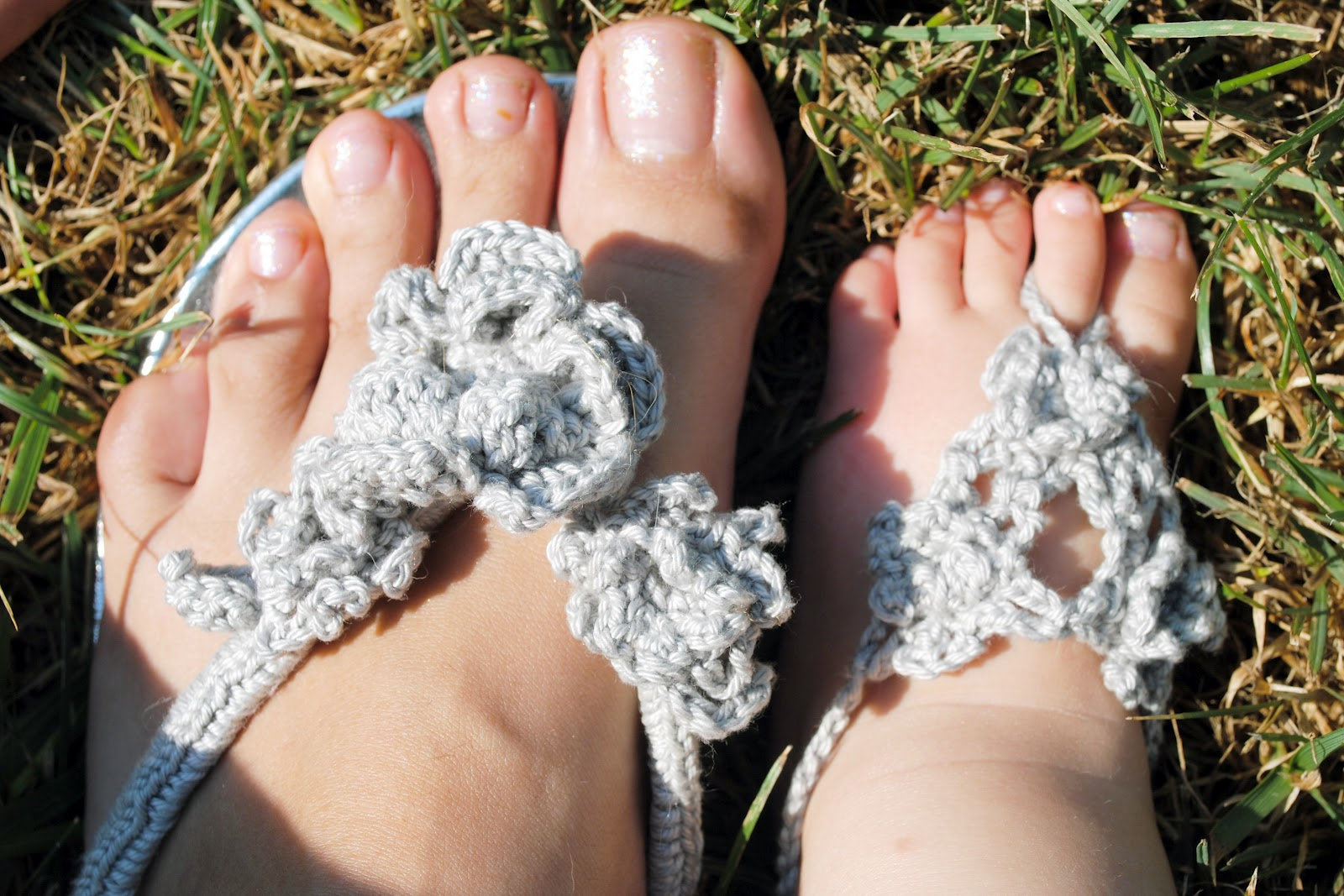 60+ Adorable and FREE Crochet Baby Sandals Patterns --> Just Like Mommy's Sandals