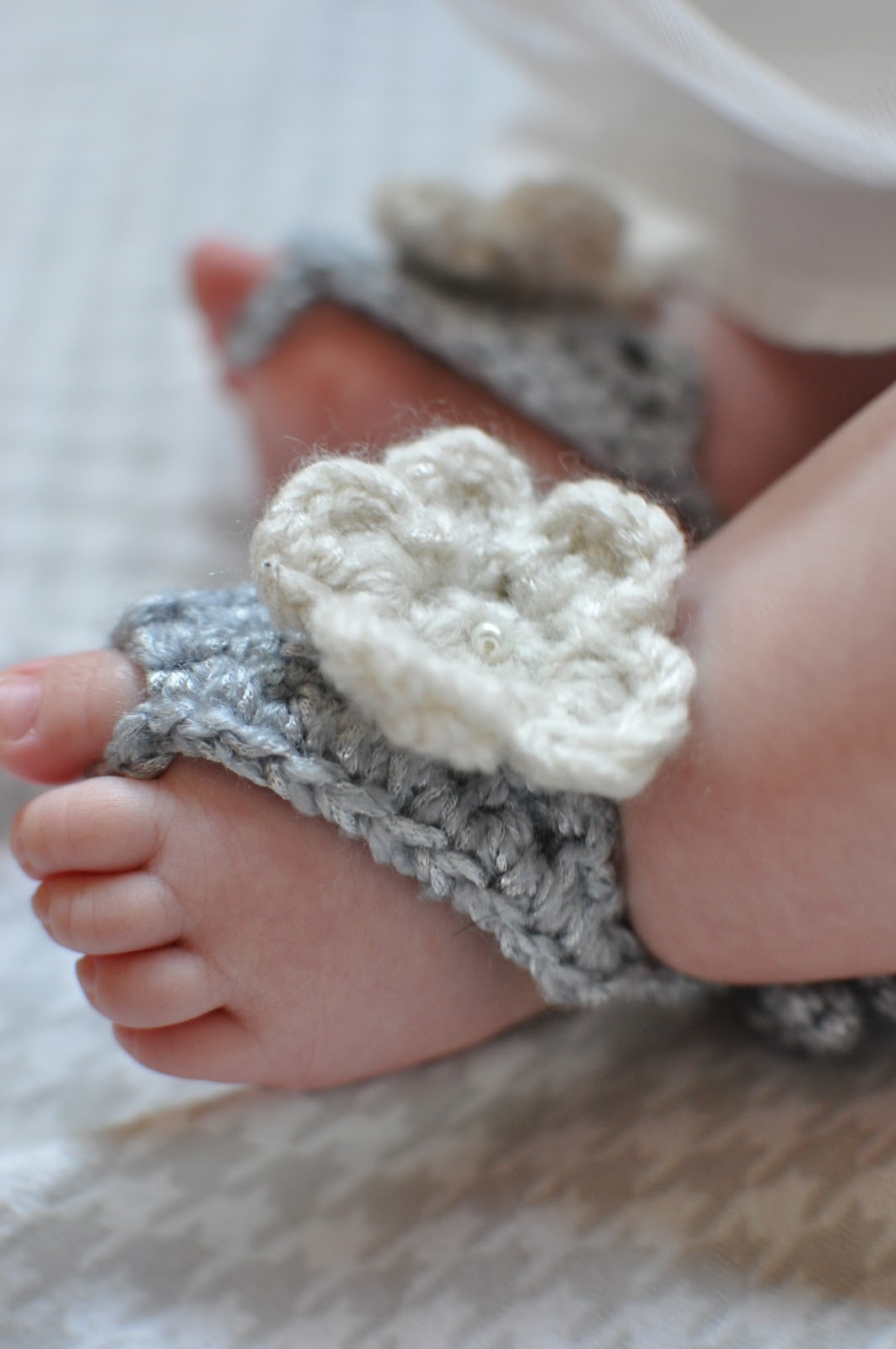 60+ Adorable and FREE Crochet Baby Sandals Patterns --> Barefoot Baby Sandals