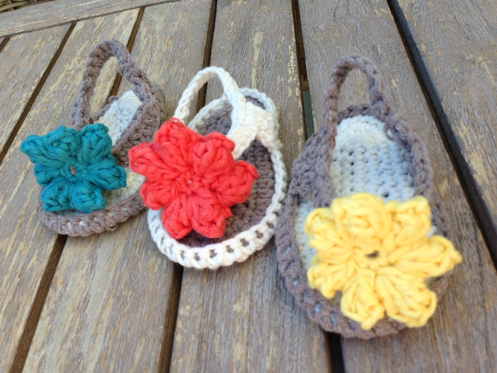 60+ Adorable and FREE Crochet Baby Sandals Patterns --> Baby Flip Flops Free Pattern