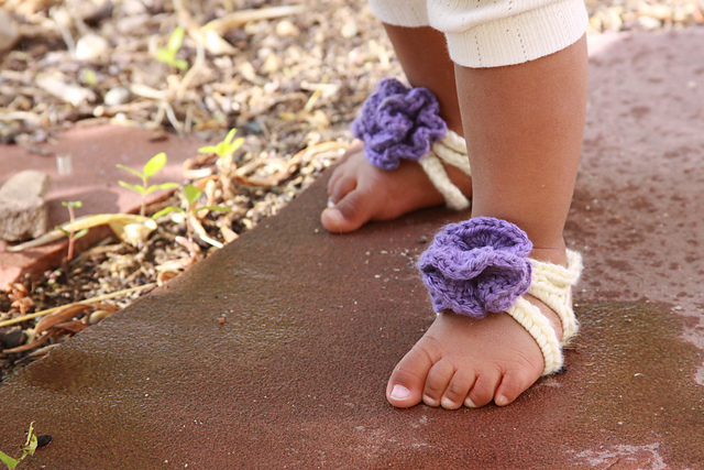 60+ Adorable and FREE Crochet Baby Sandals Patterns --> Baby Barefoot Strappy Sandals