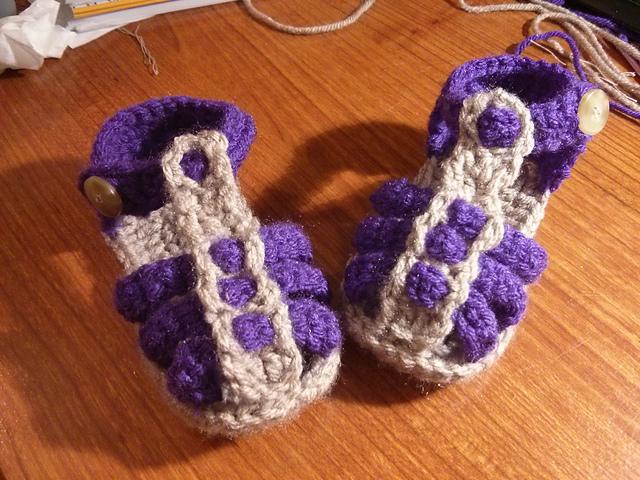 60+ Adorable and FREE Crochet Baby Sandals Patterns --> Baby Sandals