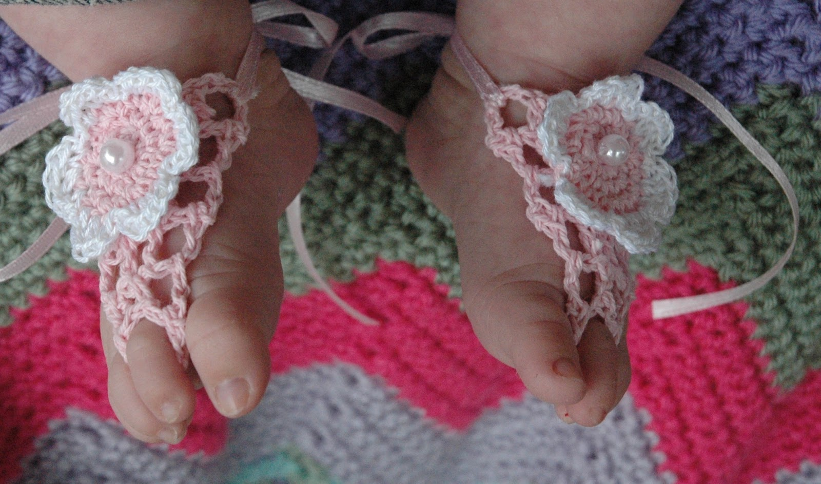 60+ Adorable and FREE Crochet Baby Sandals Patterns --> Newborn Baby Mock Sandals