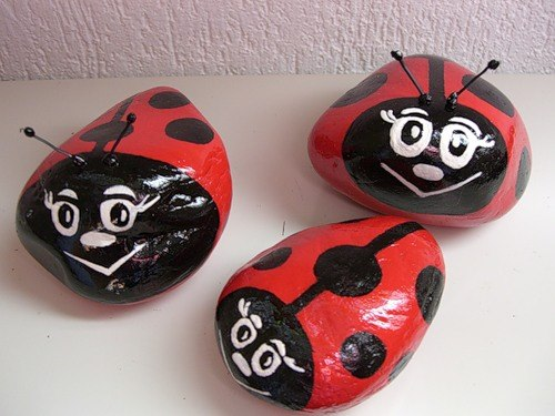 How To Diy Decorative Pebble Ladybugs