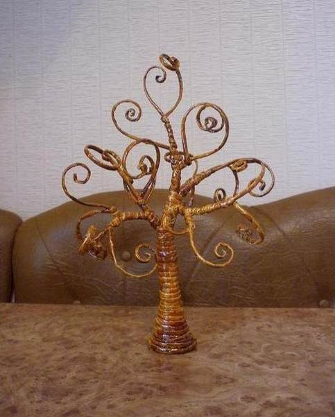 How-to-DIY-Decorative-Tree-from-Old-Newspaper-10.jpg