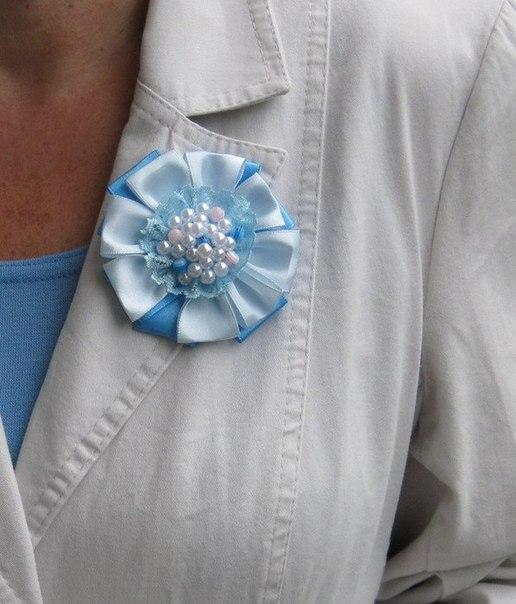 How-to-DIY-Easy-Satin-Ribbon-Flower-Brooch-7.jpg