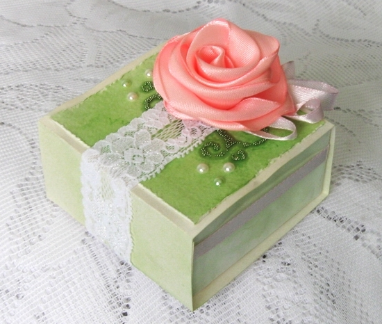 How-to-DIY-Origami-Paper-Gift-Box-10.jpg