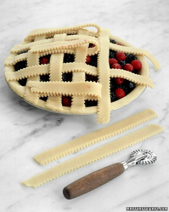 How-to-DIY-Pretty-Decorative-Pie-Crusts-5.jpg