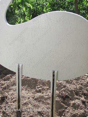 How-to-DIY-Swan-Garden-Decor-from-Recycled-Plastic-Bottles-3.jpg