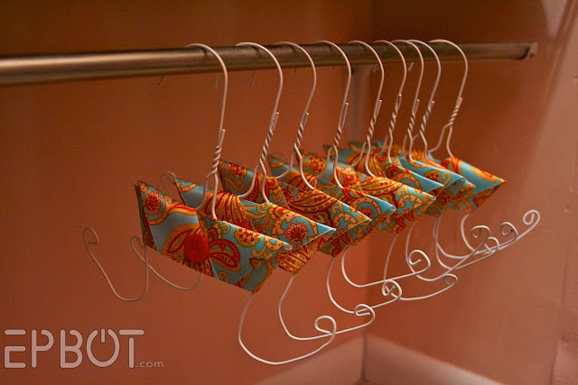 How to Make Flip Flops Hangers from Wire Coat Hangers 9