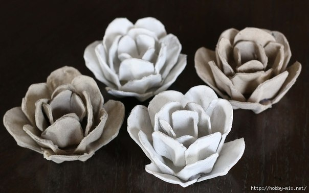 How-to-Make-Pretty-Flower-Mirror-Decoration-from-Egg-Carton-8.jpg