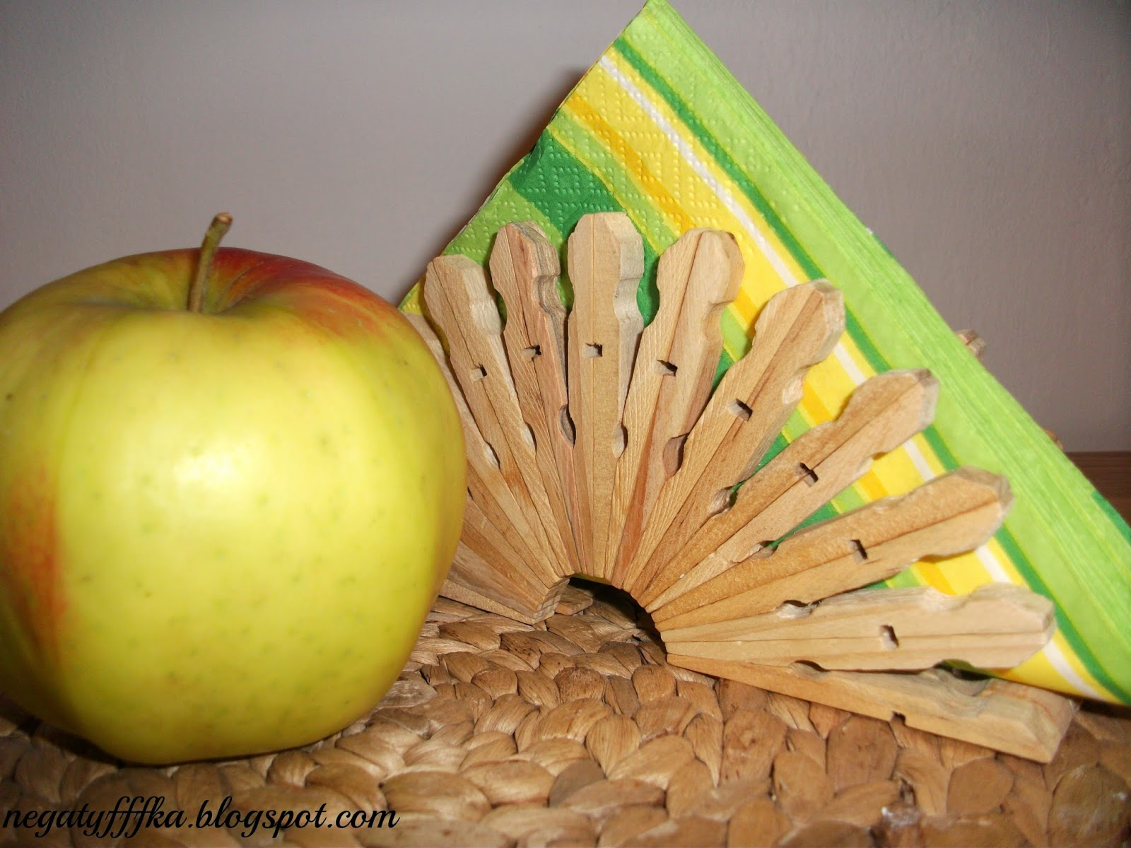 How To Make A Unique Napkin Holder From Clothespins