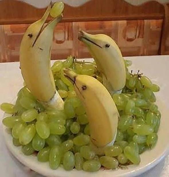 10 Creative DIY Fruit Art --> Banana Dolphin