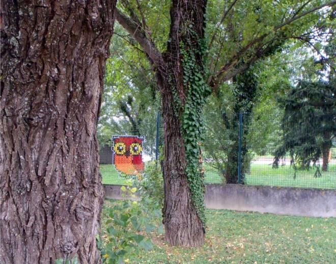 Yaratıcı-Street-Art-Cross-Dikiş-Resimleri-on-Çit-10.jpg