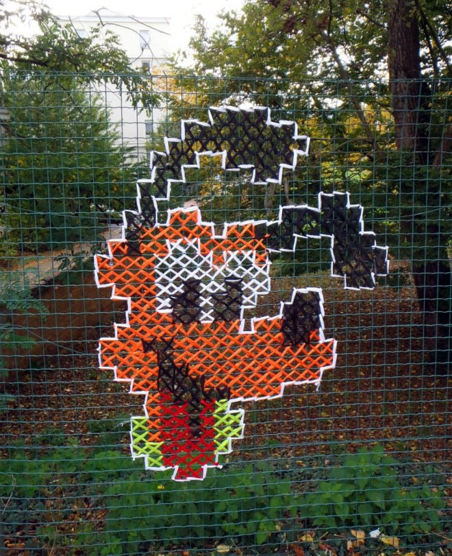Creative-Street-Art-Cross-Stitch-Murals-on-Fences-3.jpg