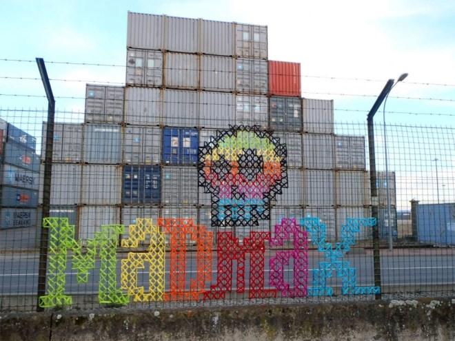 Creative-Street-Art-Cross-Stitch-Murals-on-Fences-5.jpg