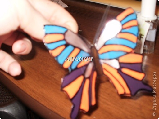 How-to-DIY-Beautiful-Butterflies-from-Plastic-Bottles-11.jpg