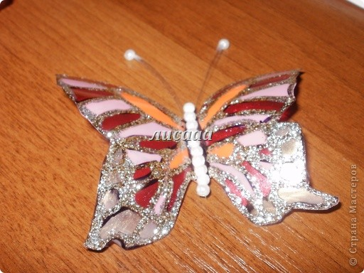 How-to-DIY-Beautiful-Butterflies-from-Plastic-Bottles-14.jpg