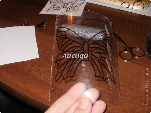 How-to-DIY-Beautiful-Butterflies-from-Plastic-Bottles-7.jpg