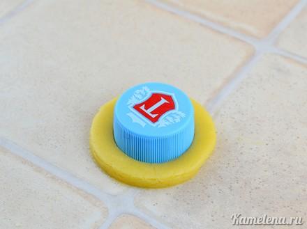 How-to-DIY-Cute-Button-Shaped-Shortbread-8.jpg