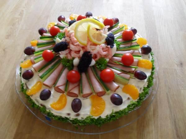 How to DIY Delicious Scandinavian Sandwich Cake