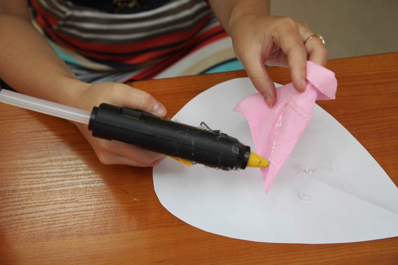 How-to-DIY-Giant-Crepe-Paper-Flower-11.jpg