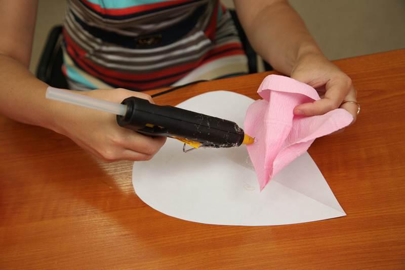 How-to-DIY-Giant-Crepe-Paper-Flower-13.jpg