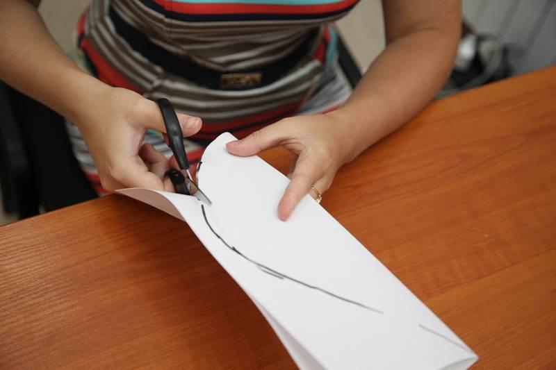 How-to-DIY-Giant-Crepe-Paper-Flower-2.jpg