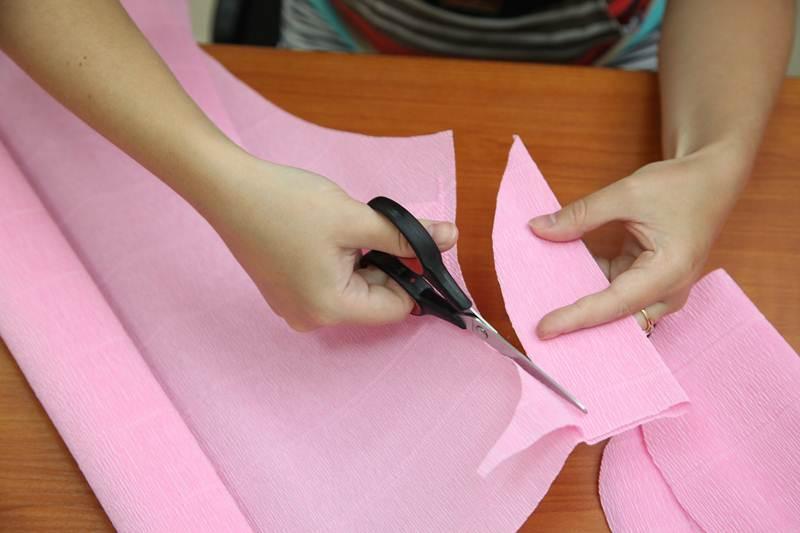 How-to-DIY-Giant-Crepe-Paper-Flower-5.jpg
