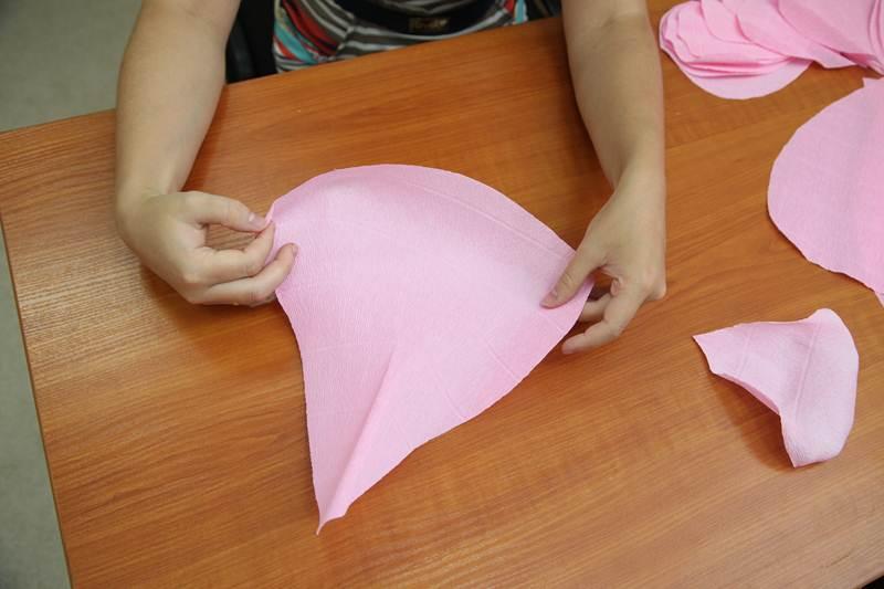 How-to-DIY-Giant-Crepe-Paper-Flower-8.jpg