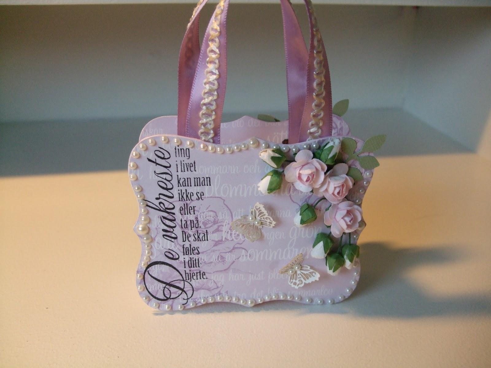 How-to-DIY-Handbag-Style-Paper-Gift-Basket-12.jpg