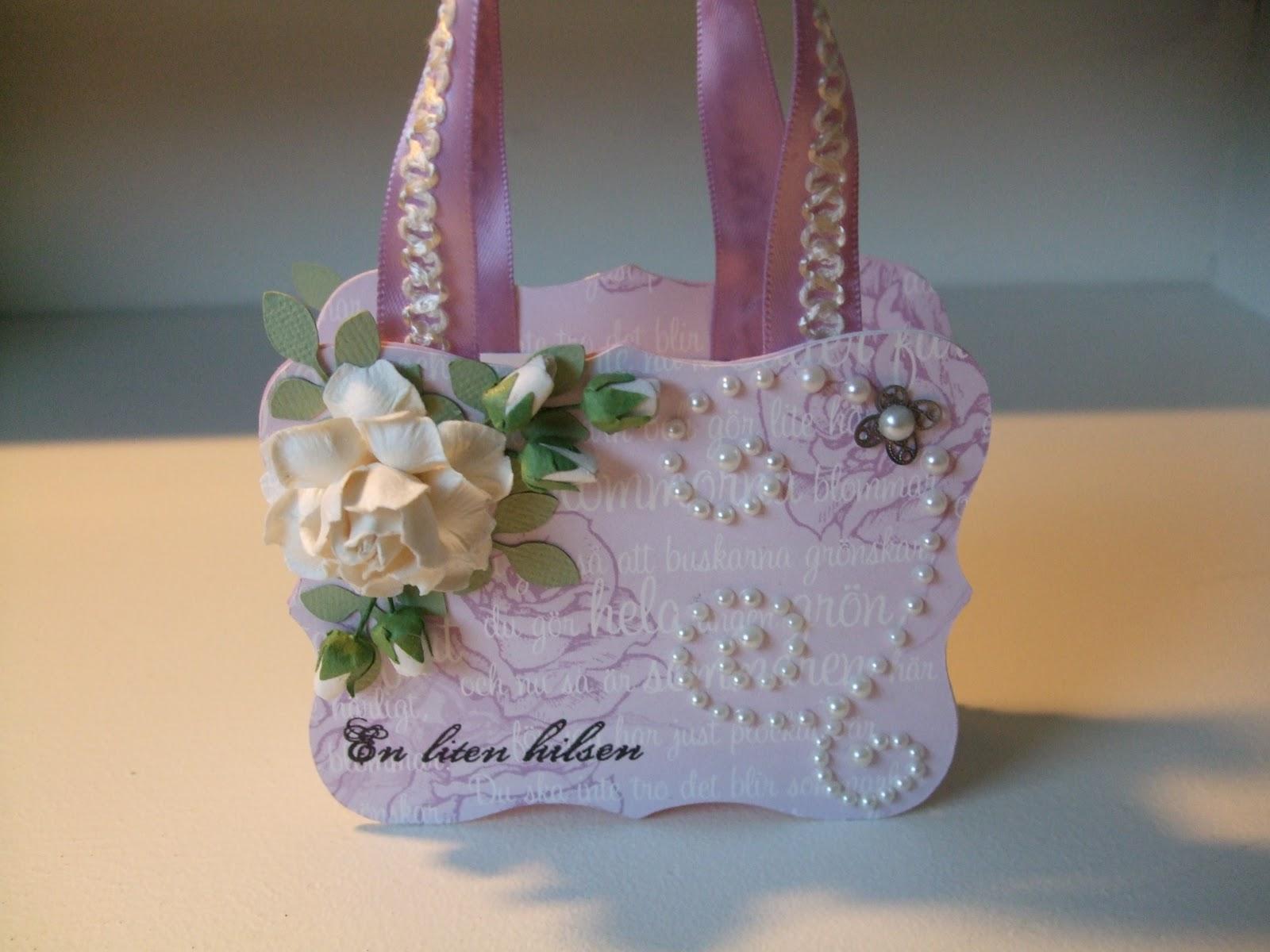 How-to-DIY-Handbag-Style-Paper-Gift-Basket-13.jpg