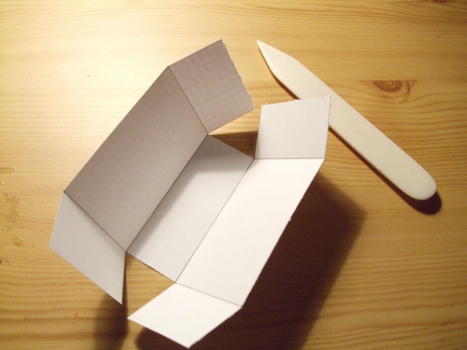 How-to-DIY-Handbag-Style-Paper-Gift-Basket-4.jpg